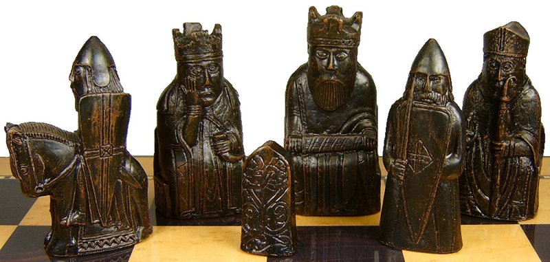 Isle of Lewis Chess Set SAC A102 brown pieces