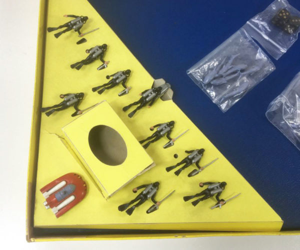JAMES BOND '007 UNDERWATER BATTLE' Board Game Triang 1960's contents