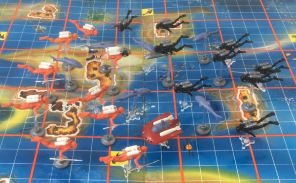 JAMES BOND '007 UNDERWATER BATTLE' Board Game Triang 1960's playing pieces