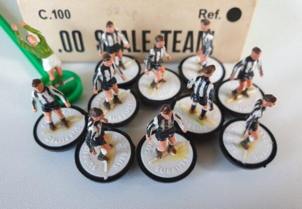 Vintage Subbuteo HW team 8 Newcastle Utd.