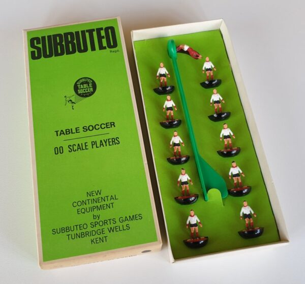vintage Subbuteo HW Team 81 Liverpool 2nd Away 1970s
